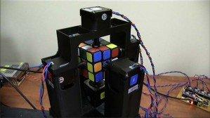 Робот собрал кубик Рубика за 1 секунду