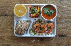 Как выглядят школьные обеды в разных странах