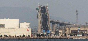 Мост в Японии выглядит как американские горки