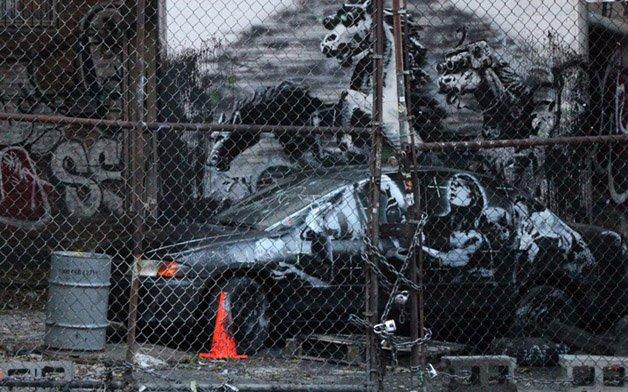 Banksy_car_2697370k