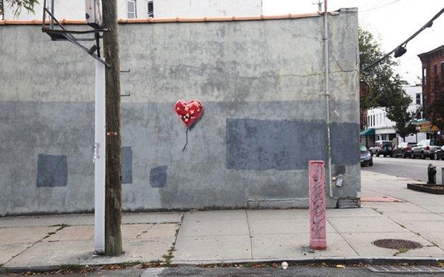 Banksy_heart_ballo_2694932k