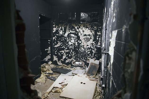 wall-carving-portraits-street-art-alexandre-farto-14