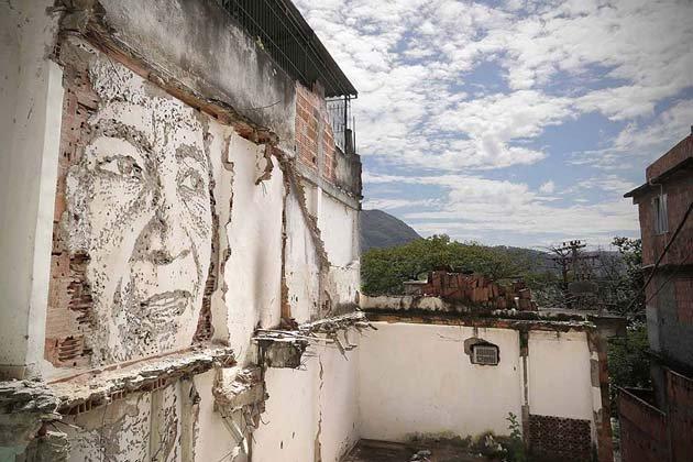 wall-carving-portraits-street-art-alexandre-farto-17