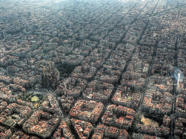 birds-eye-view-aerial-barcelona-600x449