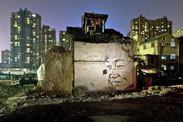 wall-carving-portraits-street-art-alexandre-farto-22