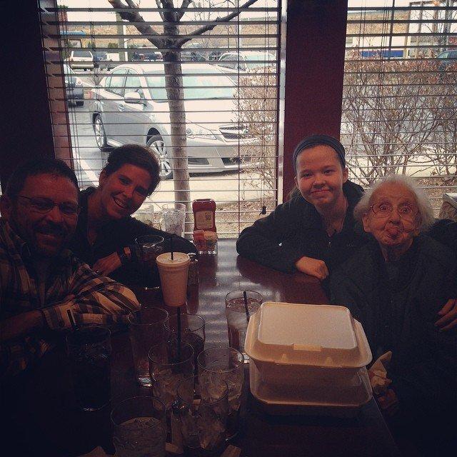 Бабушка Бетти с семьей
