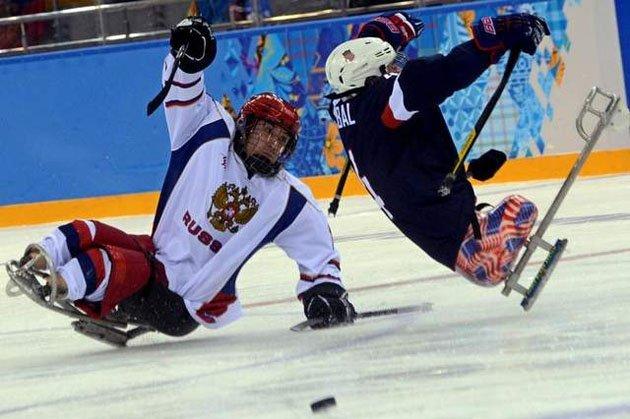 жесткая игра с следж-хоккее