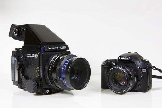 Фотокамера Mamiya RZ67 в сравнении с привычной сегодня всем зеркалкой Canon.
