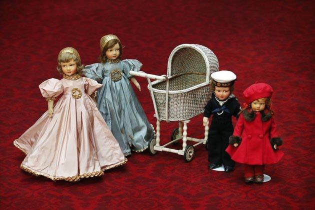 куклы и детская коляска