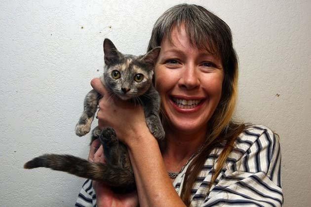 Самый короткий кот в мире со своей хозяйкой