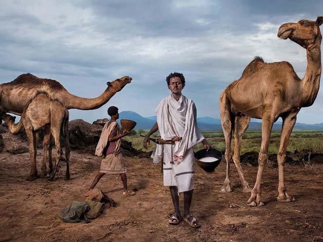 Представитель племени кочевников-скотоводов, собирающих верблюжье молоко - продукт символического значения в Эфиопии.