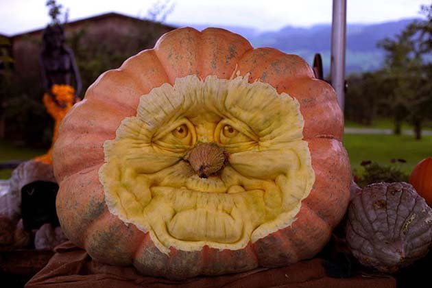 pumpkin-carving-by-ray-villafane-studios-10