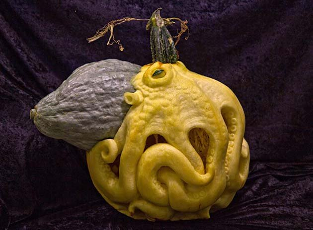 pumpkin-carving-by-ray-villafane-studios-2