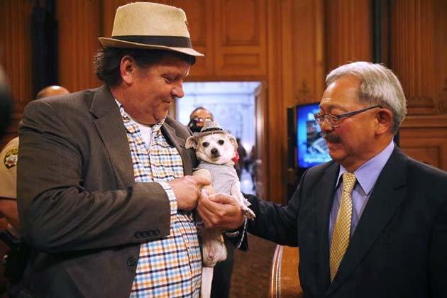 С Фридой знакомится действующий мэр Сан-Франциско