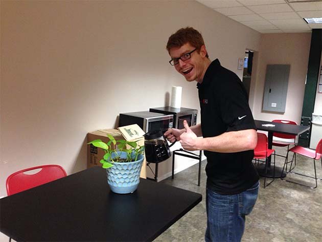 guy-babysits-coworkers-plant-1