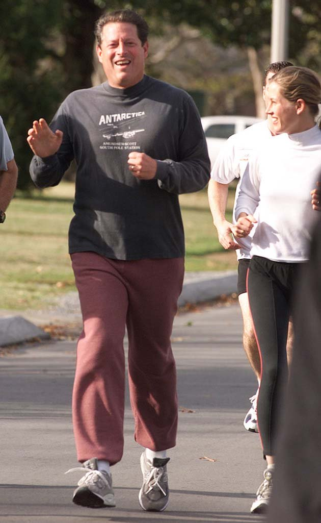 AL GORE WAVES WHILE JOGGING