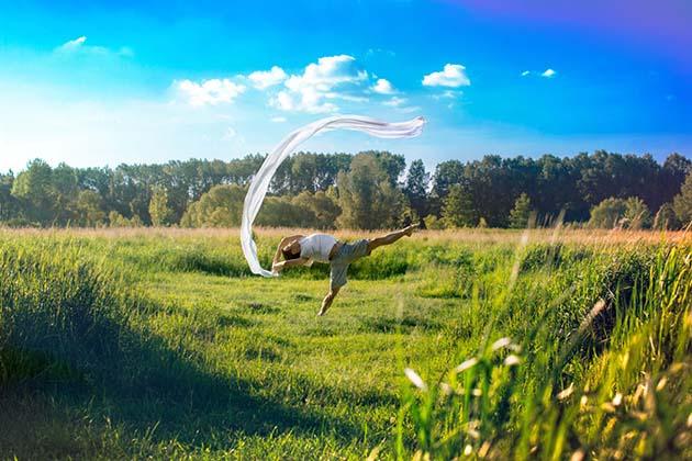 Modern-Creative-Selfie-Ballet-Dancer-Masters-Technics-of-Taking-Self-Portraits12__880