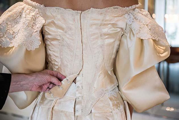 heirloom-wedding-dress-11th-bride-120-years-old-abigail-kingston-4
