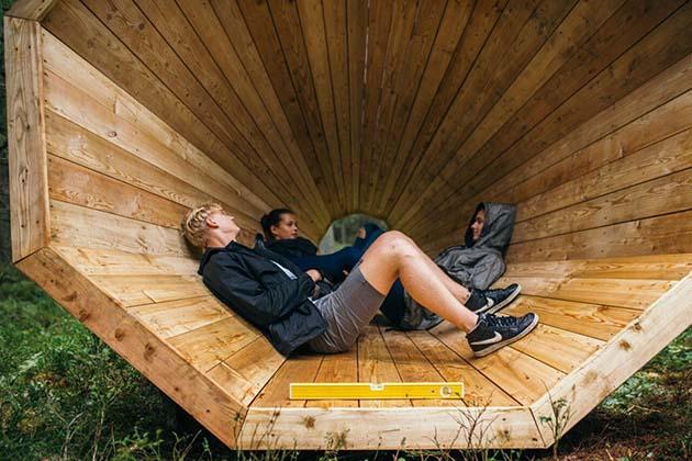 Фото студенты в лесу 32869 фотография