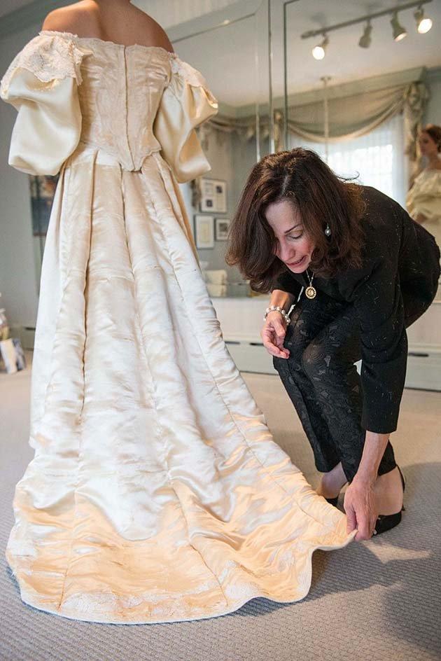 heirloom-wedding-dress-11th-bride-120-years-old-abigail-kingston-8