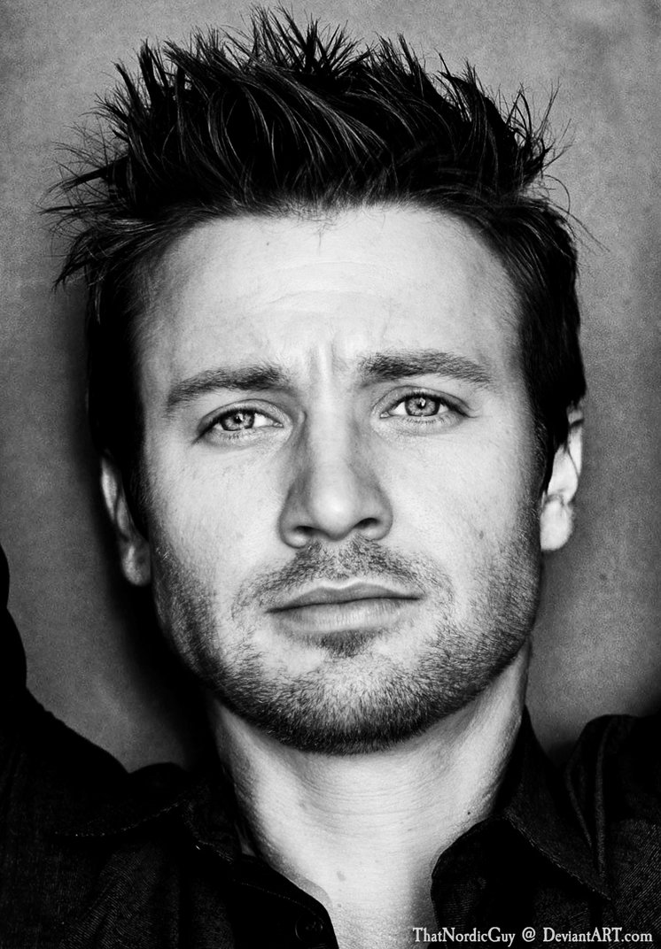 jeremy_renner___chris_evans_by_thatnordicguy-d83z24n