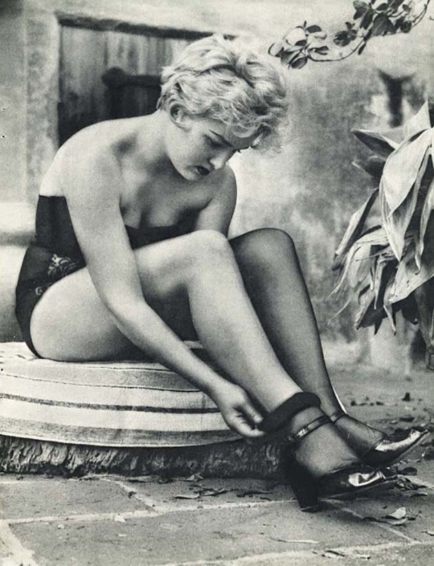 1950s Glamour Photography (4)